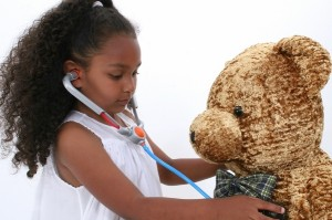 bigstockphoto_Adorable_Little_Playing_Doctor_91664 (600x467)